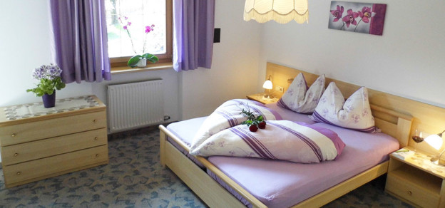 Schlafzimmer in den Ferienwohnungen